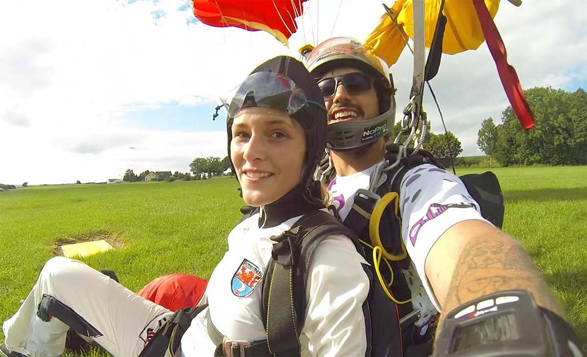 Die sichere Landung mit Max, einem unserer Tandempiloten