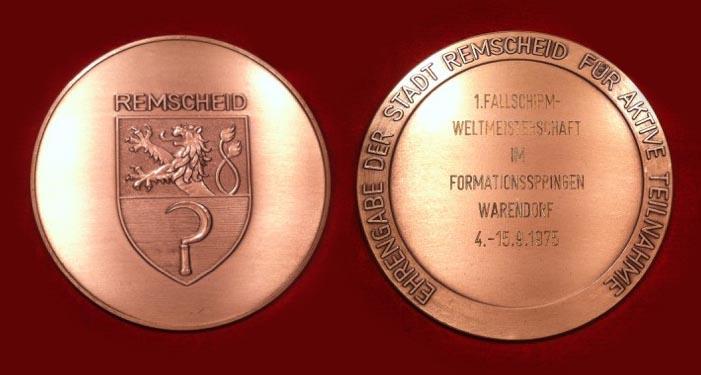 Bei der Weltmeisterschaft 1975 in Warendorf gewann Walter mit der Vierer Formations-Mannschaft die Bronze-Medaille für den FSC Remscheid