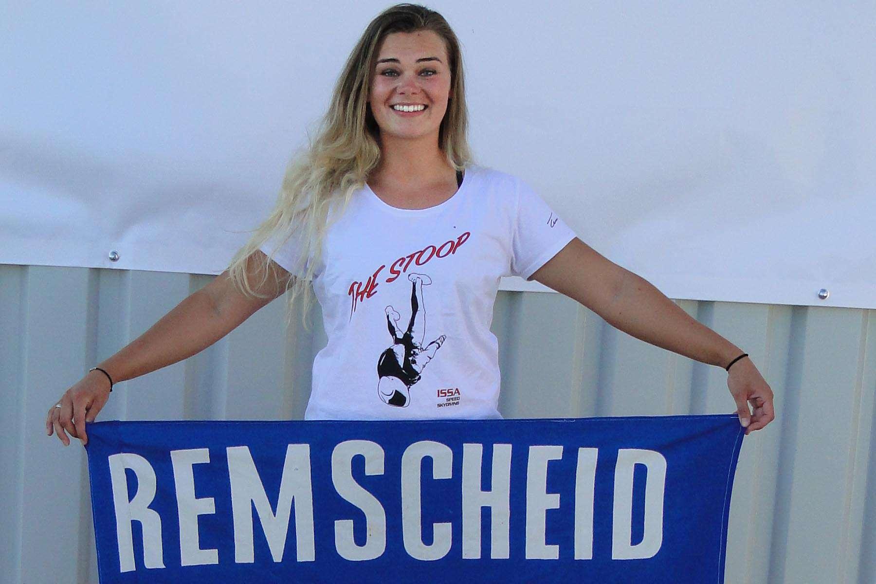 Lucia Lippold freut sich über ihren Sieg in der Damenwertung