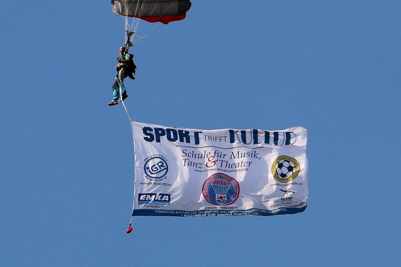 Unsere Flagge mit den Veranstaltern von Remscheid