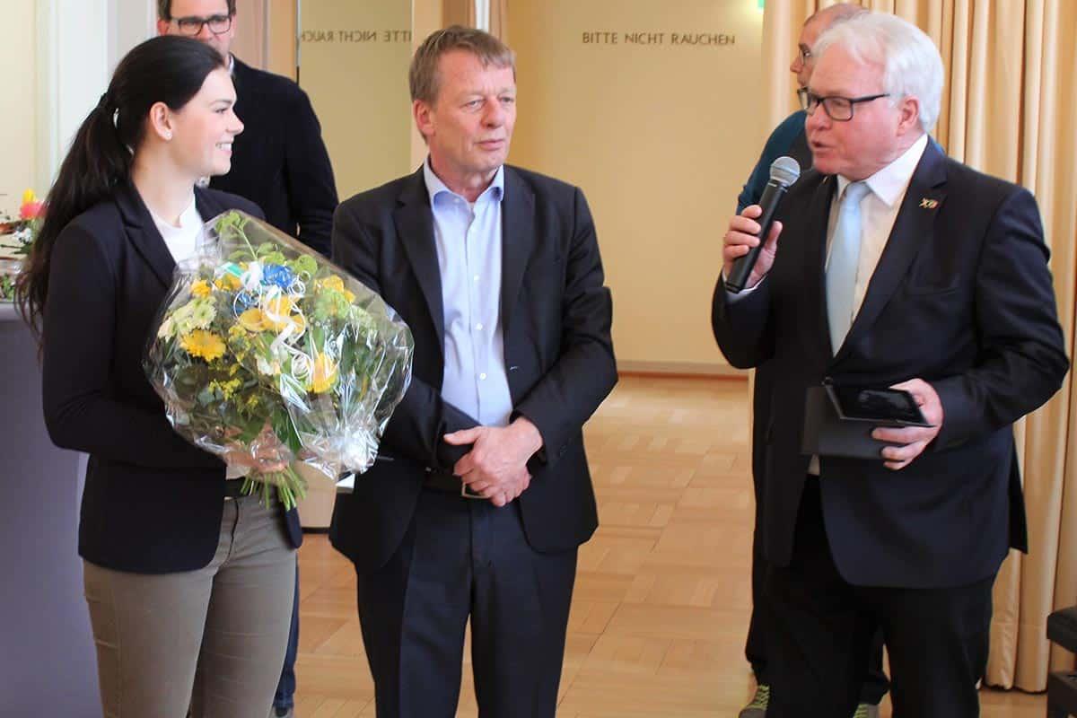 Präsident des FSC, Klaus Matthies am Mikrofon, der Oberbürgermeister von Remscheid, Burkhard Mast-Weisz und Lucia Lippold, (links) Foto: Jürgen Moll (jumo)